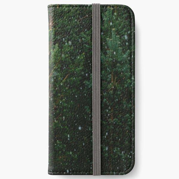 Neige sur les arbres Étui portefeuille iPhone