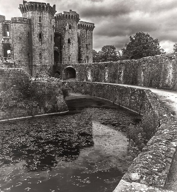 The Castle Moat by IanWL