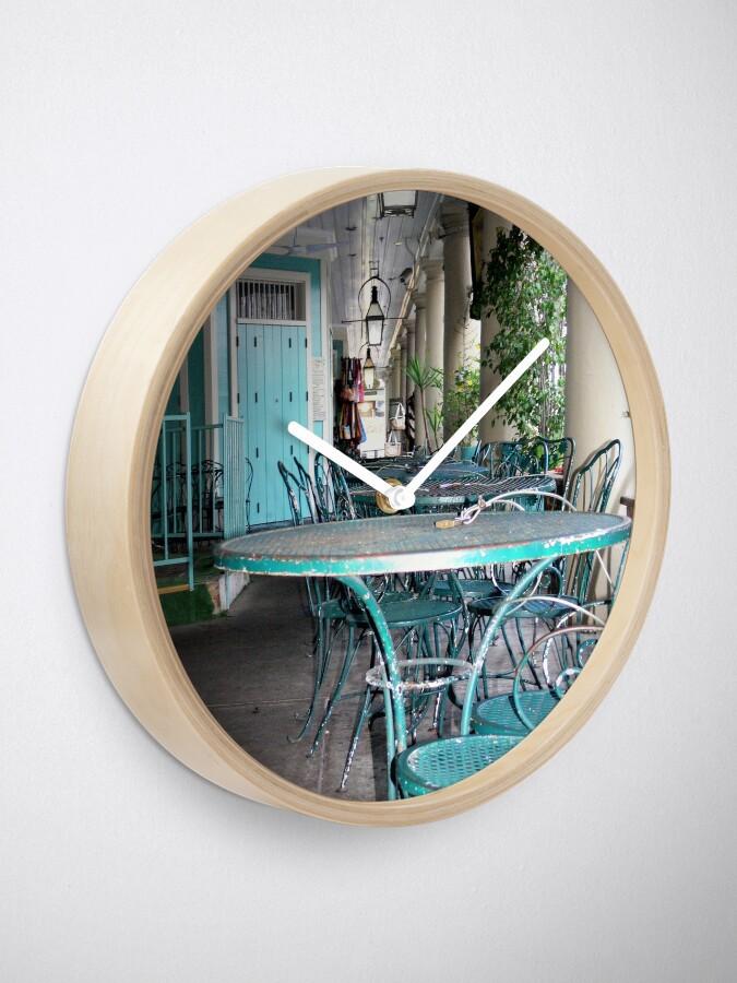Alternative Ansicht von Tische und Stühle im French Quarter Uhr