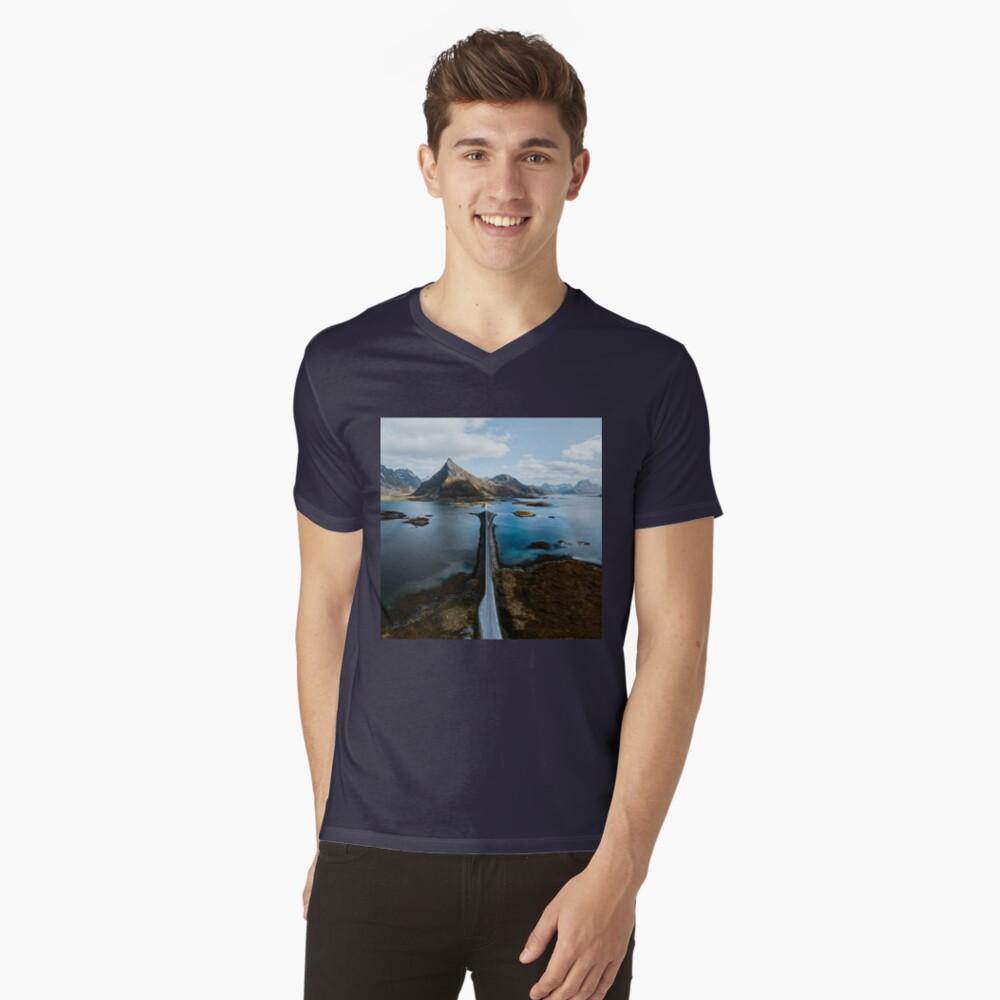 T-shirt col V «Lofoten Islands»