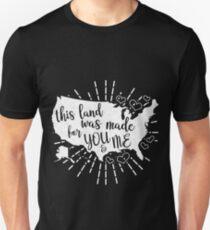 Dieses Land wurde für dich und mich geschaffen Slim Fit T-Shirt