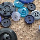 Button Blue One by knoppie