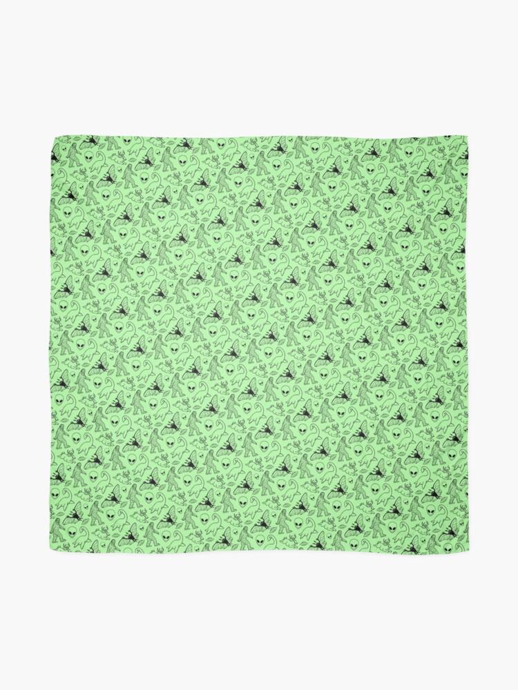 Alternative Ansicht von Cryptid-Muster (grüner Hintergrund) Tuch