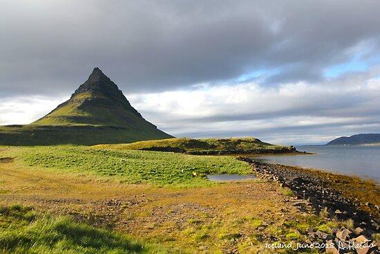 Kleiner isländischer Vulkan von AHELENE