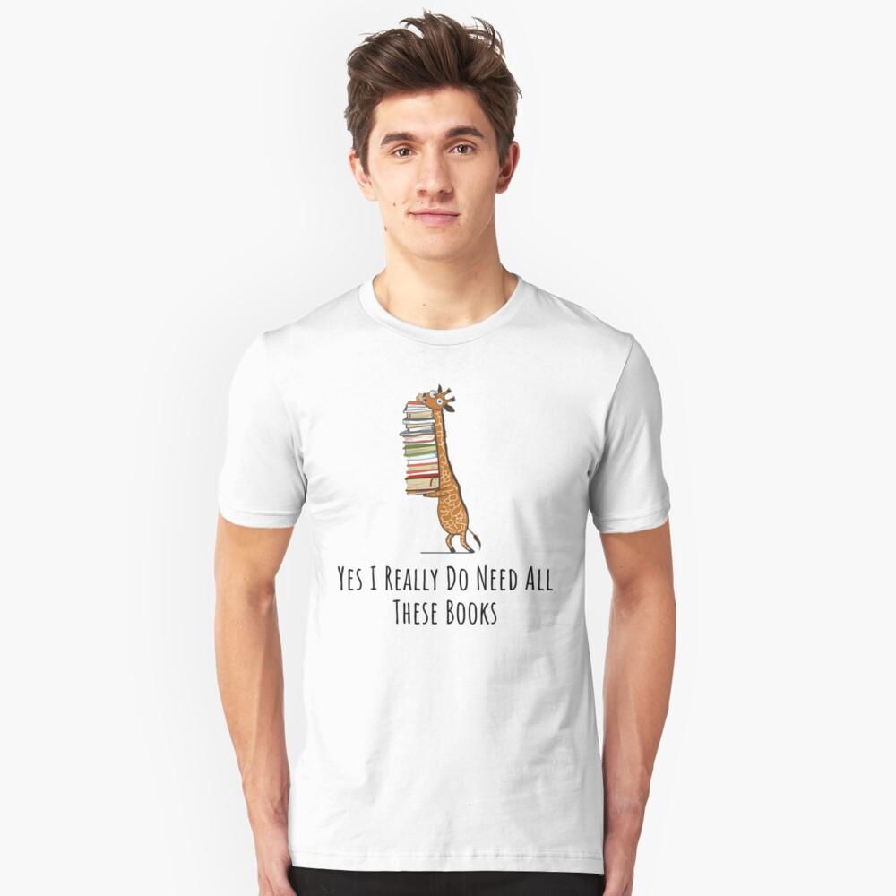 Lustige Giraffe, die einen Stapel Bücher hält - ja benötige ich wirklich diese Bücher - Buch-Liebhaber-Geschenk, Telefon-Kästen und anderes Geschenk Slim Fit T-Shirt
