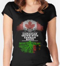 Kanadisches gewachsenes mit Sambianwurzel-Geschenk für Sambian von Sambia - Sambia-Flagge in den Wurzeln Tailliertes Rundhals-Shirt