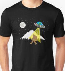 Bigfoot UFO - Alien sasquatch Unisex T-Shirt