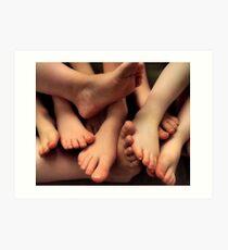 Lámina artística Toes Company, Feets A Crowd