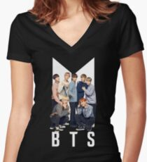 BTS 1 (WEISS) Tailliertes T-Shirt mit V-Ausschnitt