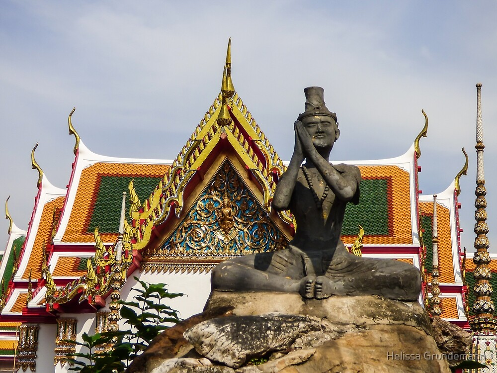Statue and temple at Wat Pho by Helissa Grundemann