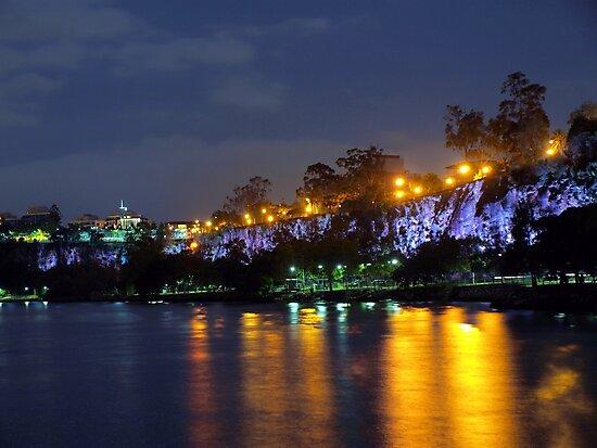 Kangaroo Point Cliffs by W E NIXON  PHOTOGRAPHY