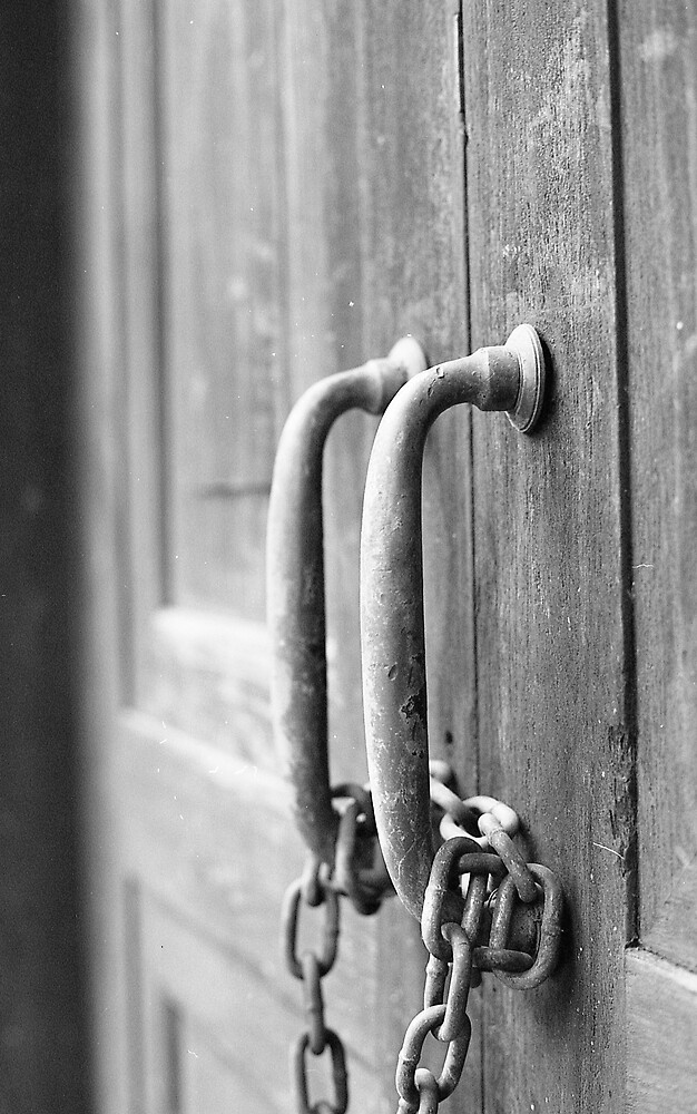 Chained Handles by MaxwellGS