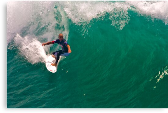 Kelly Slater US Open going for the pier by photosbyflood