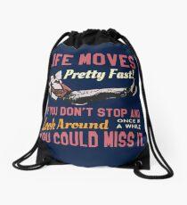 Speichern Sie Ferris-Zitat, bewegt sich das Leben ziemlich schnell, Highschool T-Shirt Entwurf Turnbeutel