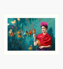 Frida Kahlo-Selbstporträt mit Schmetterlingen, rosa Blumen und grünem Türkishintergrundschmutz Kunstdruck