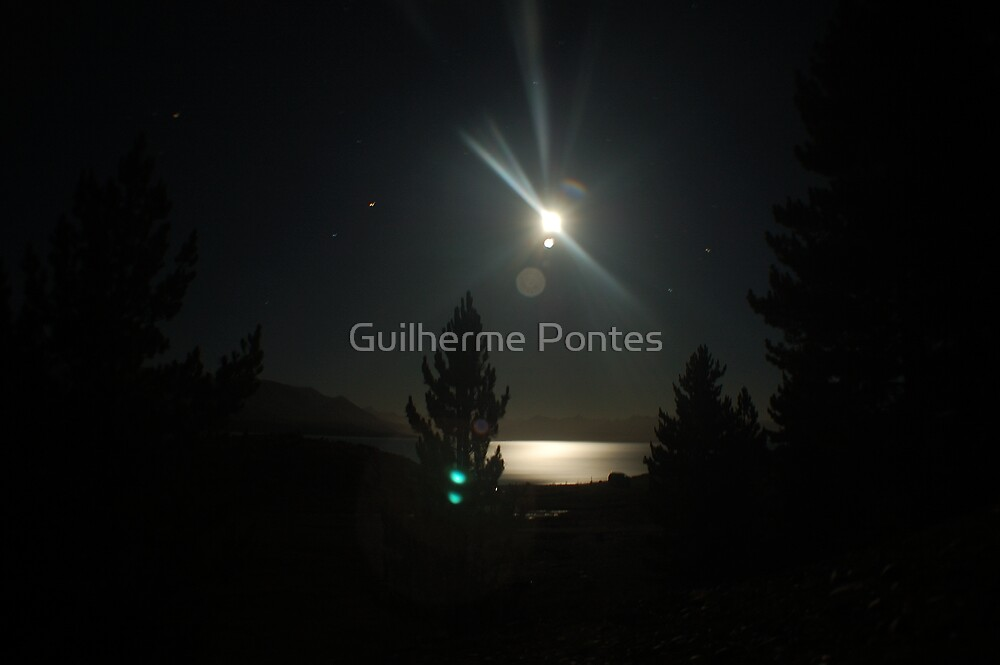 New Zealand Moon by Guilherme Pontes