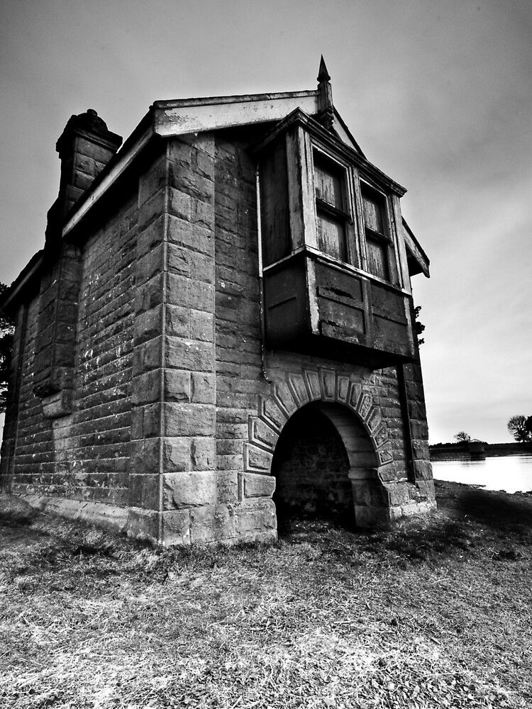 Boat house by tontoshorse