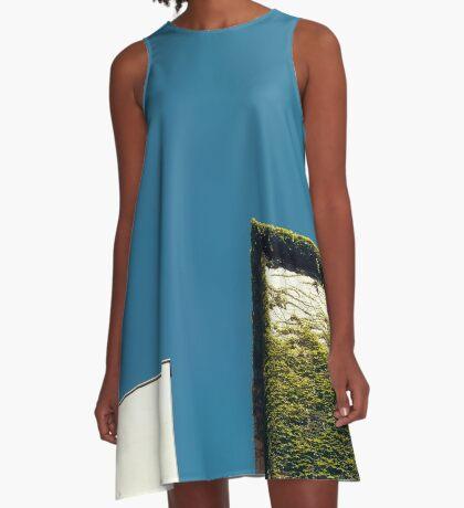 Weißes Quadrat, grünes Quadrat, blauer Himmel A-Linien Kleid