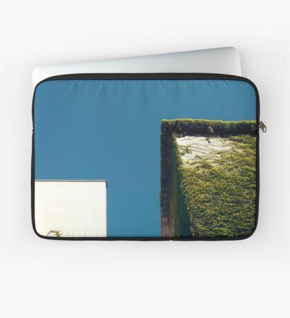Weißes Quadrat, grünes Quadrat, blauer Himmel Laptoptasche