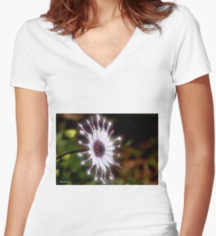 OSTEOSPERMUM – Purple African Daisy Women's Fitted V-Neck T-Shirt