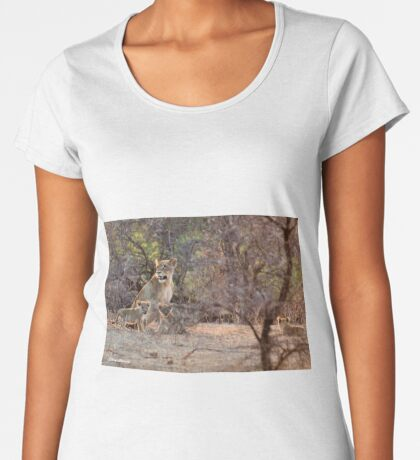 LAST LIGHT MOTHER AND CUBS - THE LION – Panthera leo Women's Premium T-Shirt