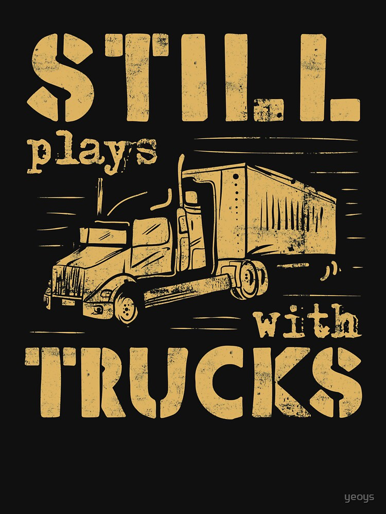 Still Plays With Trucks - Funny Trucker Gift von yeoys