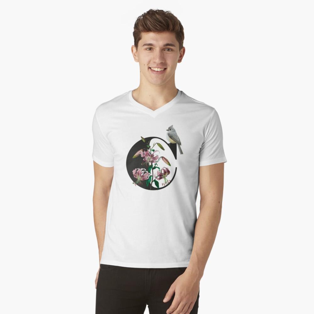 Botanical Alphabet C T-Shirt mit V-Ausschnitt