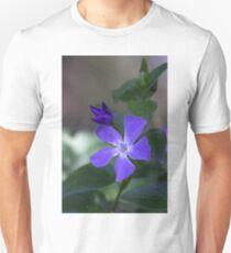 Common Periwinkle plant (Vinca minor) Creeping Myrtle, Flower-of-Death  Unisex T-Shirt