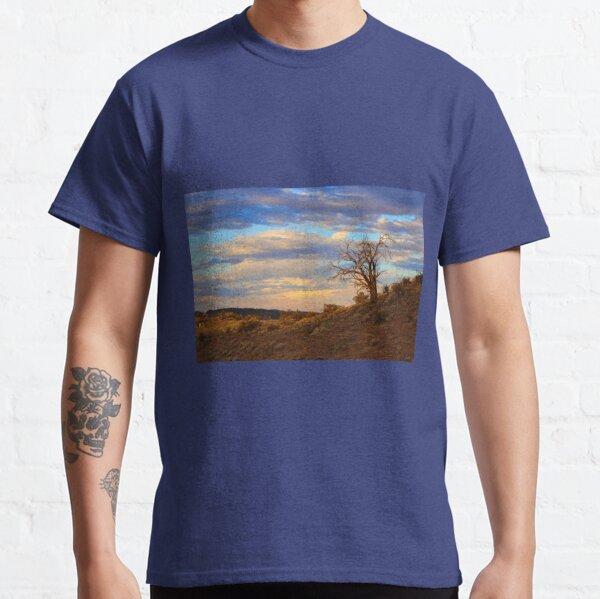 Lone tree at sunset Classic T-Shirt