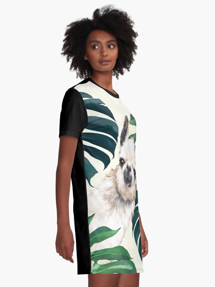 Alternative Ansicht von Sneaky Lama im tropischen Monstera T-Shirt Kleid