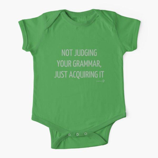 No juzgar tu gramática, solo adquirirla, para lingüistas de bebés Body de manga corta para bebé