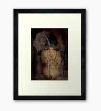 La historia en la piel Framed Print