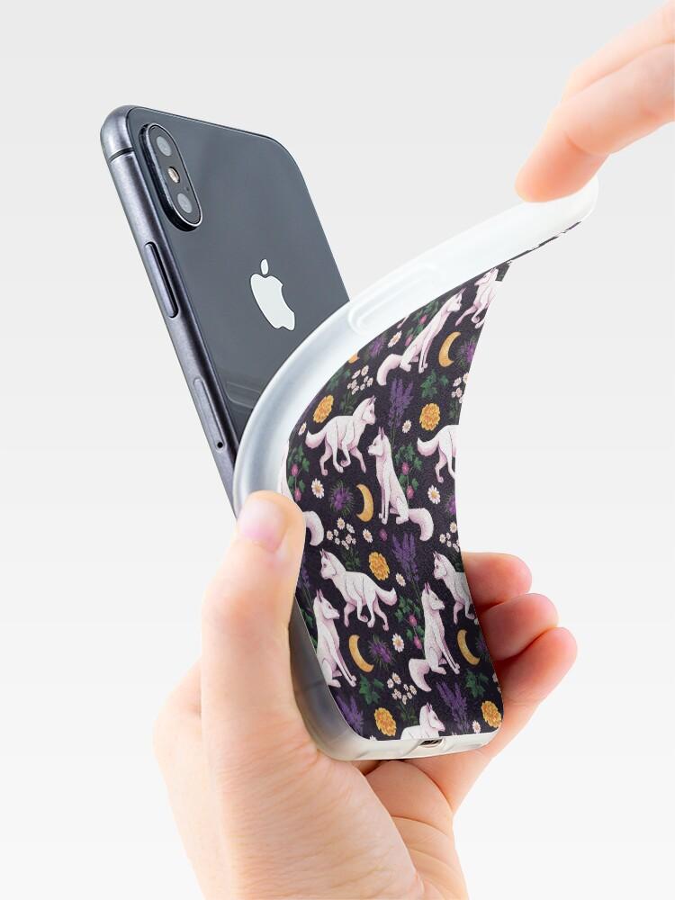 Alternative Ansicht von Weißes Wolf Blumenmuster iPhone-Hülle & Cover