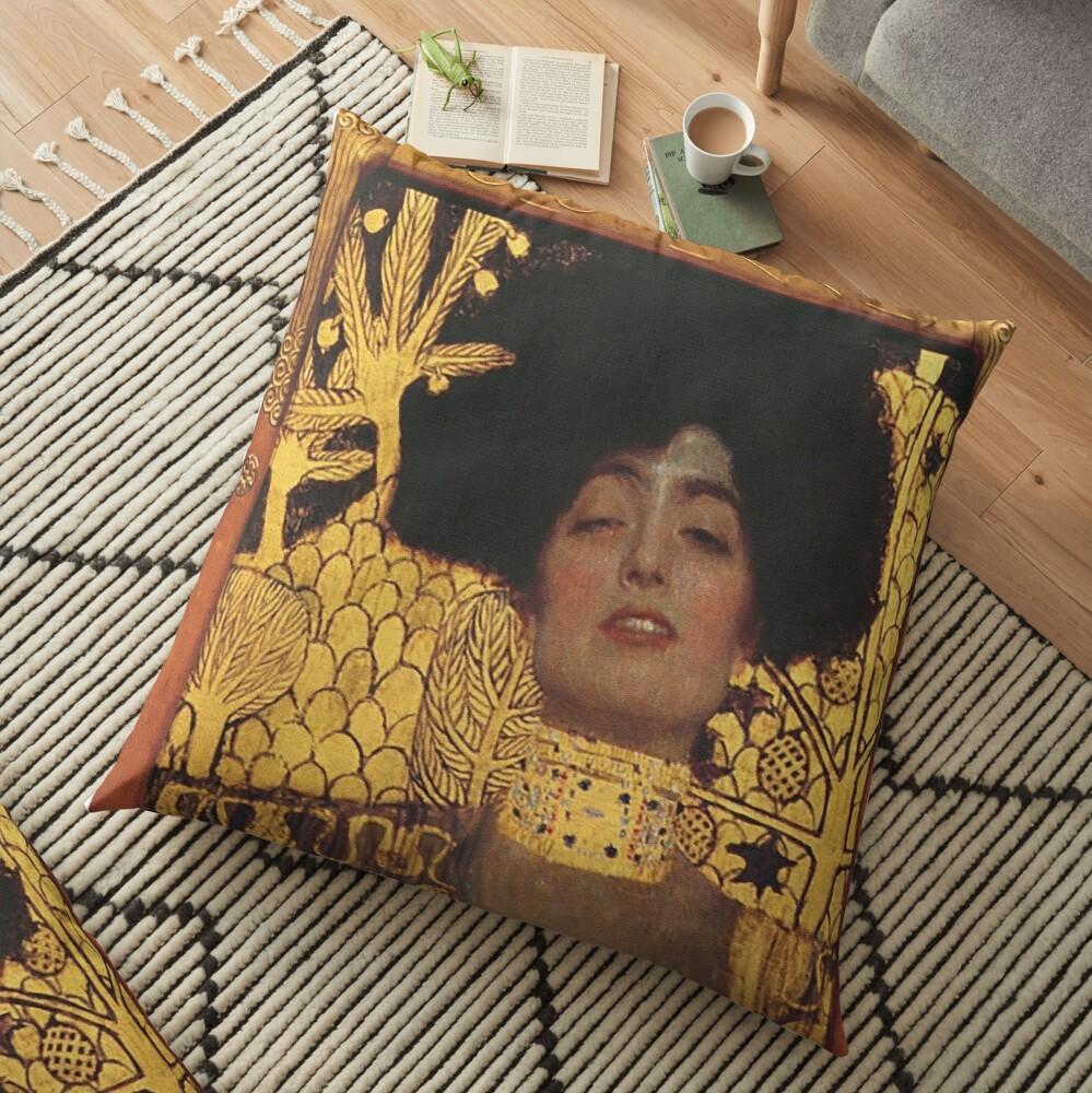 Judith und Holofernes Floor Pillow