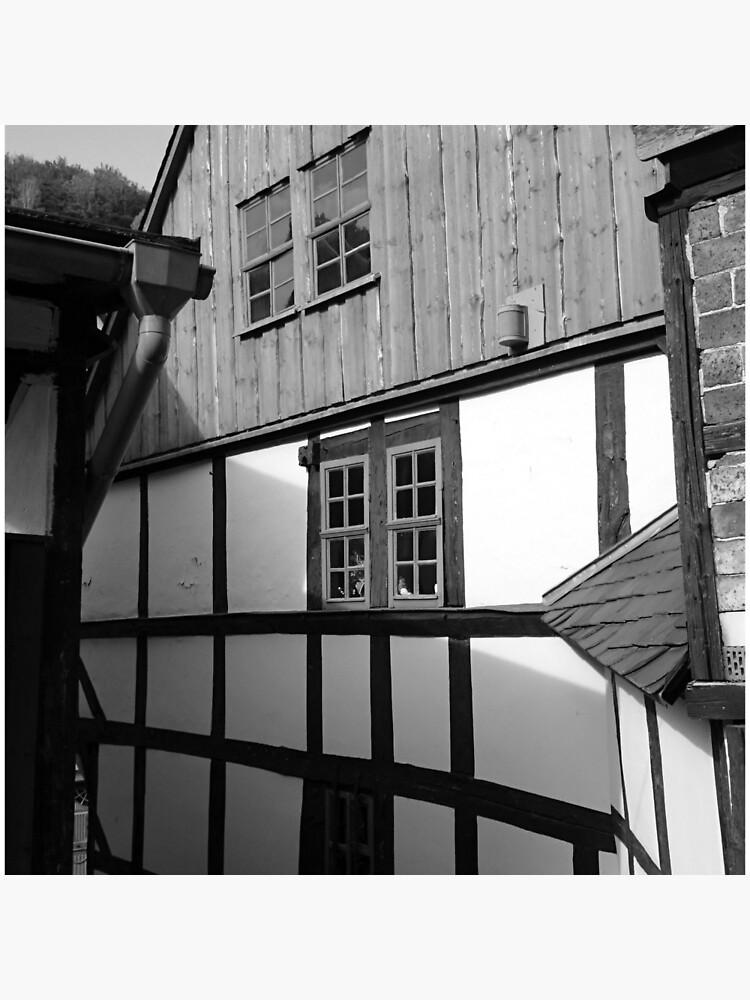 Fachwerkhaus in Stolberg / Harz in schwarz-weiß von Gourmetkater