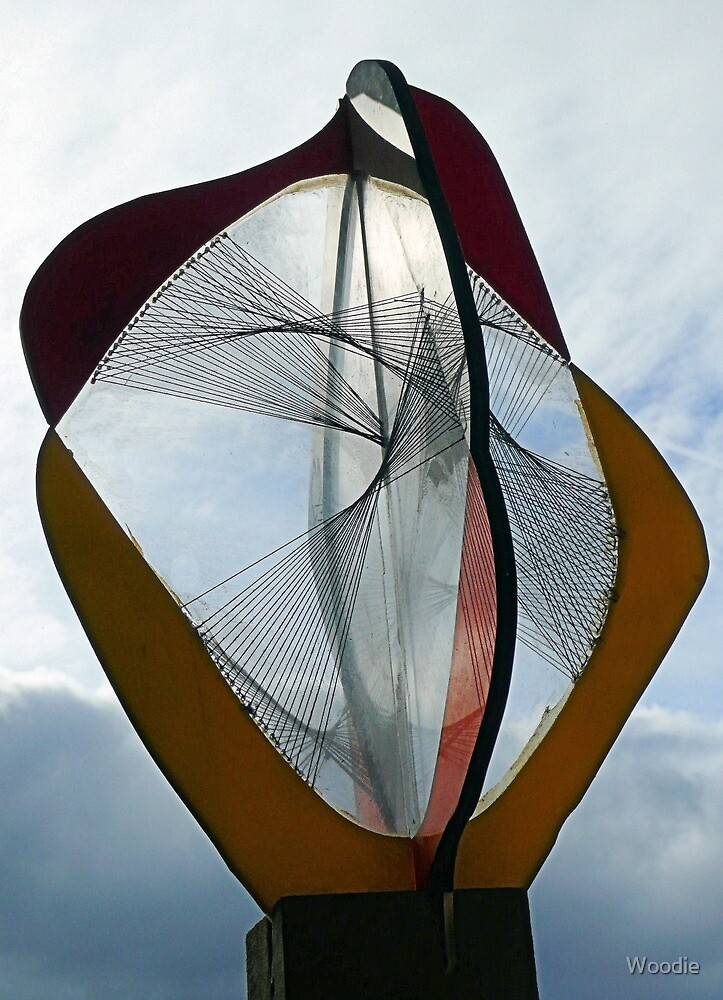 Naum GABO construction  by Woodie