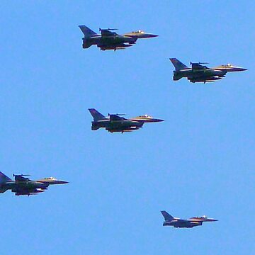 F-16 Fighting Falcons July 4th Flyover by DAWNESROMEO
