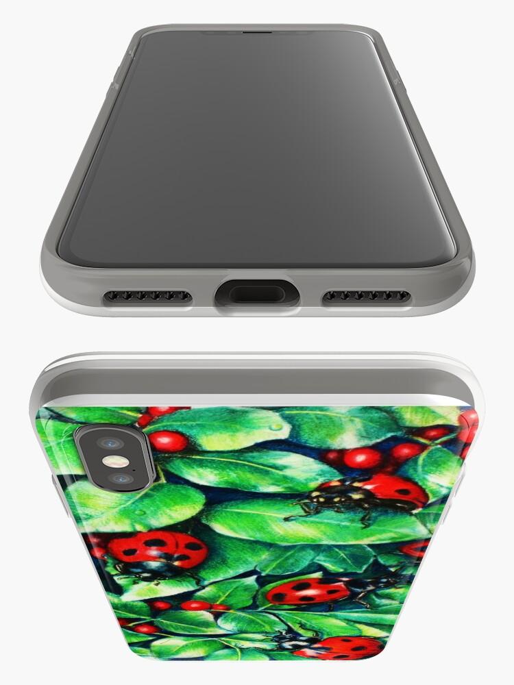 Alternative Ansicht von Marienkäfer in der Hecke iPhone-Hülle & Cover