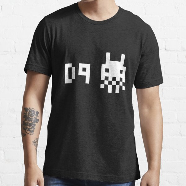 District 9 8 bit Essential T-Shirt