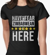 Have No Fear The Zimbabwean Is Here - Zimbabwe Flag Gift for Zimbabwean Tailliertes T-Shirt für Frauen