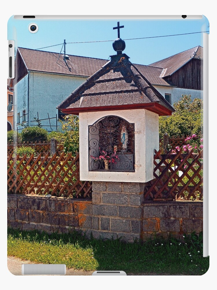Wayside shrine in summertime | architectural photography by Patrick Jobst