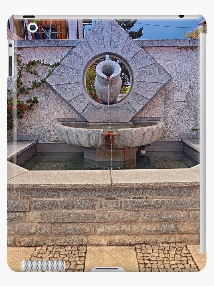 The village fountain of Kleinzell | architectural photography by Patrick Jobst