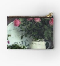 Old roses Studio Pouch