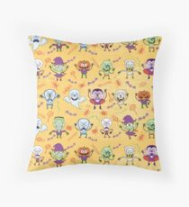 Funny Halloween characters pattern Throw Pillow