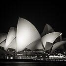 Sydney Opera house by infinitephotos