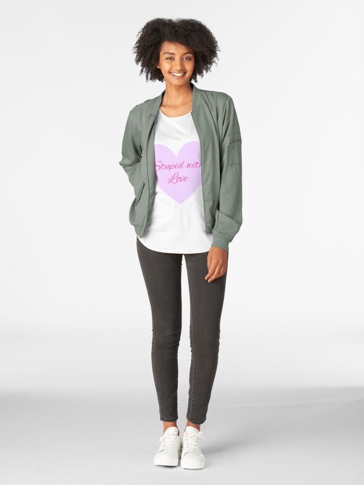 Vista alternativa de Camiseta premium de cuello ancho Estúpido con amor - Mean Girls Broadway
