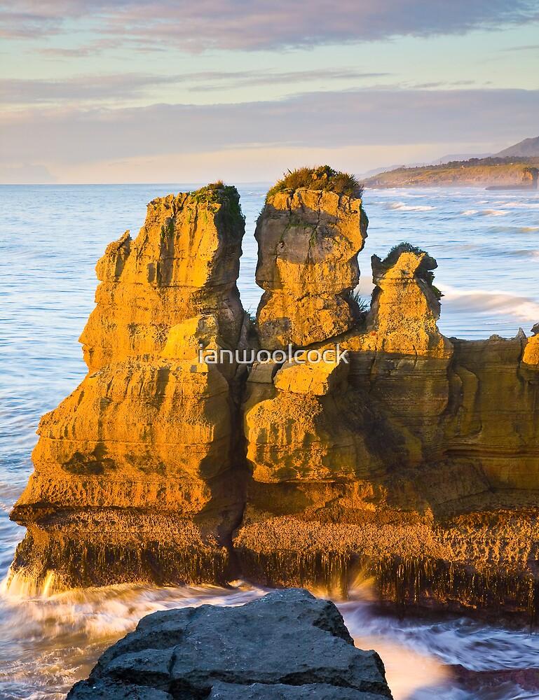 Sea stack at Punakaiki by ianwoolcock