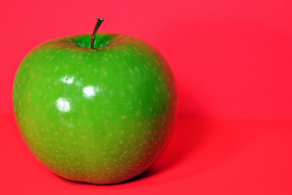 Red Apple by pinkdream