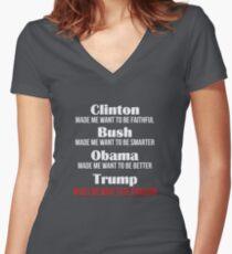 Trump lässt mich Kanadier werden Tailliertes T-Shirt mit V-Ausschnitt