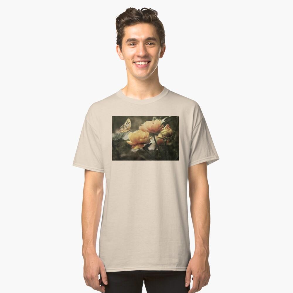 Blumen mit Schmetterling Classic T-Shirt